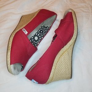 Red Tom's Wedges size 8.5